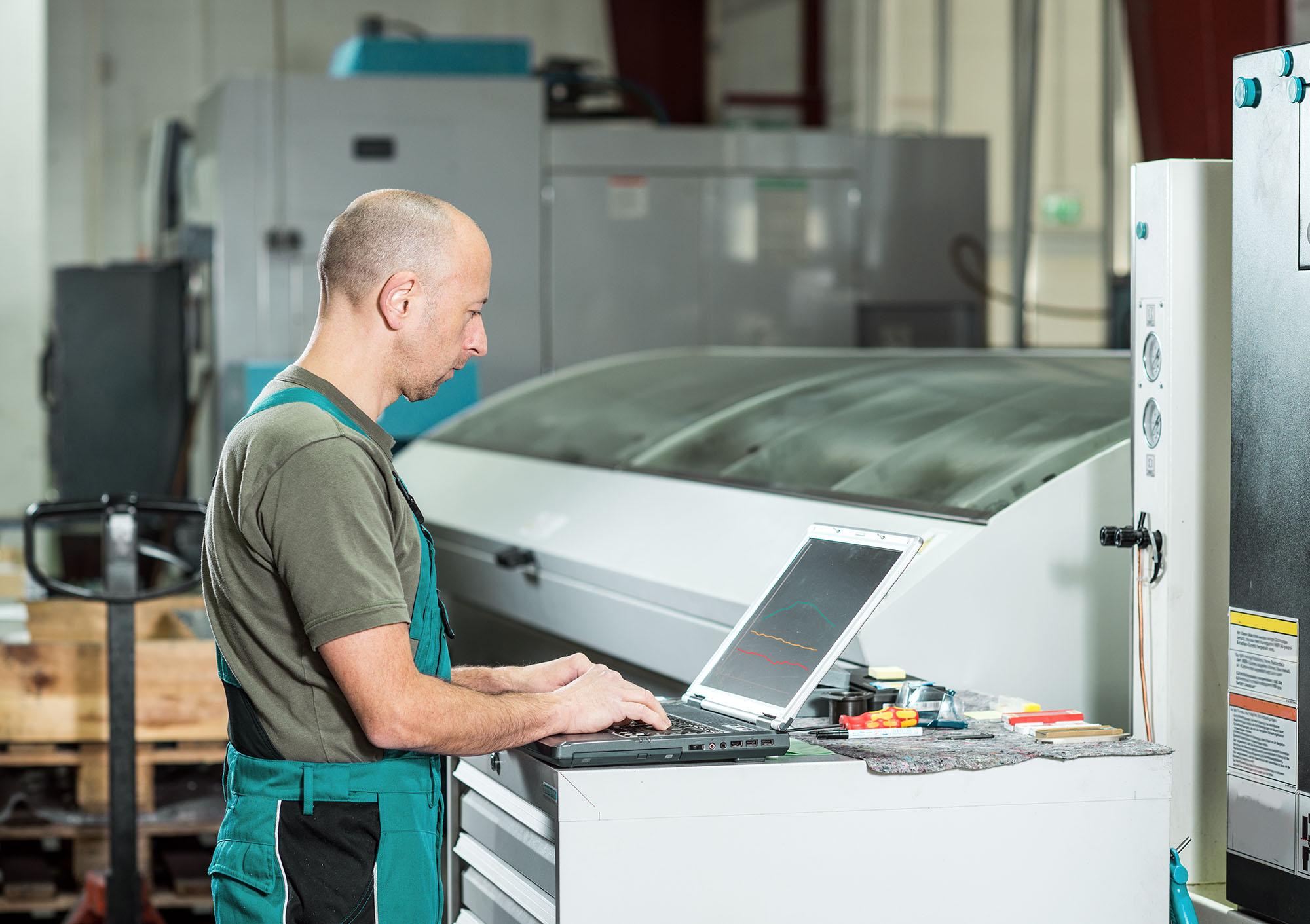 online-fensterbank-produktion